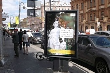 """Marble people against stony hearts"" on the streets of St. Petersburg"